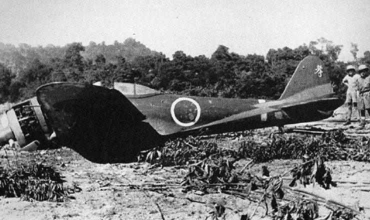 Сбитый самолет-камиказде Накадзима Ки-43. 1945 г.