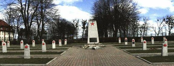 г. Свеце. Воинское кладбище по улице Генерала Халлера, где похоронено 778 советских воинов, в т.ч. 750 неизвестных, погибших в годы войны.