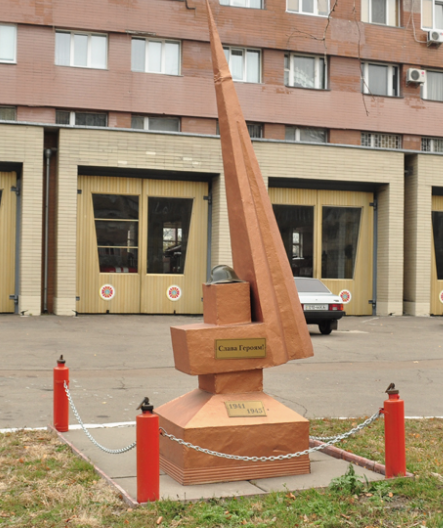 Памятный знак Героям Великой Отечественной Войны, установленный по улице бульвар Валентина Перова, 27.
