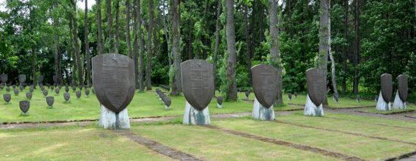 Солдатские могилы и памятные знаки.