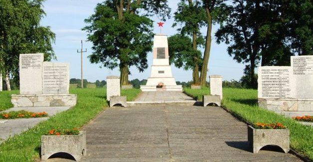 г. Любомя, Водзиславский повят. Воинское кладбище, где захоронено 902 советских воинов, в т.ч. 871 неизвестных, погибших в годы войны.