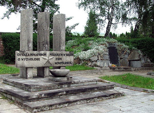 г. Новы-Тарг. Памятник на воинском кладбище по улице Св. Анны, где захоронено 1 244 советских воина, в т.ч. 1 182 неизвестных.