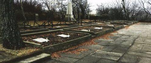 д. Хлапово, Вейхеровский повят. Воинское кладбище, где захоронено 596 советских воинов.