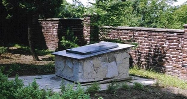 г. Радлин, Водзиславский повят. Памятник на братской могиле, в которой похоронено 86 советских военнопленных.