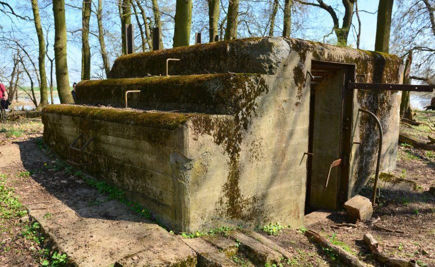 Однодверный бункер-убежище.