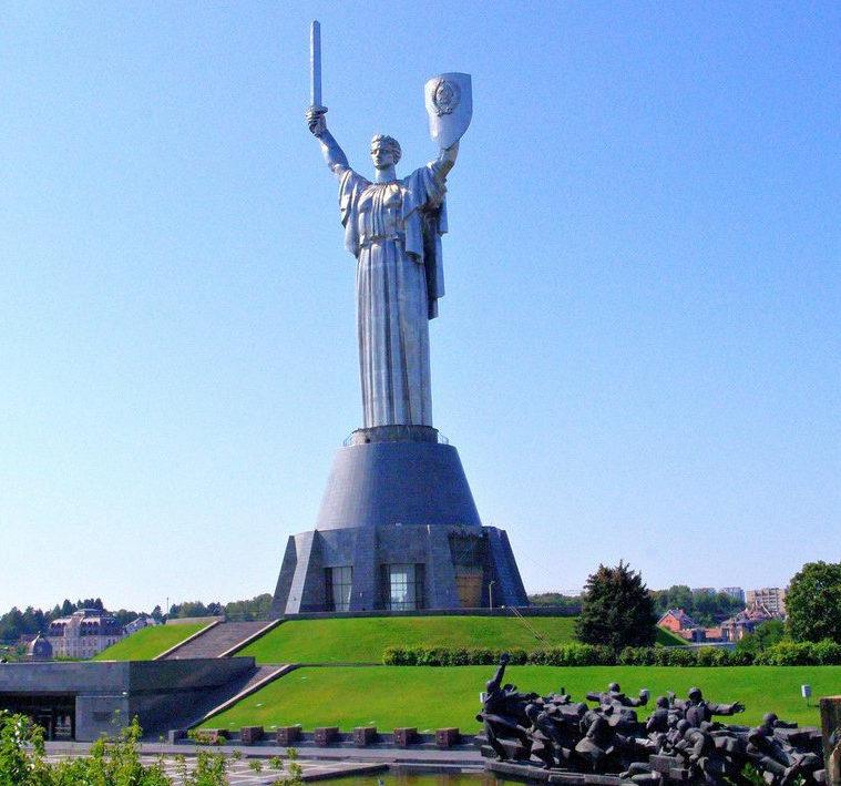 Памятник «Родина-Мать».
