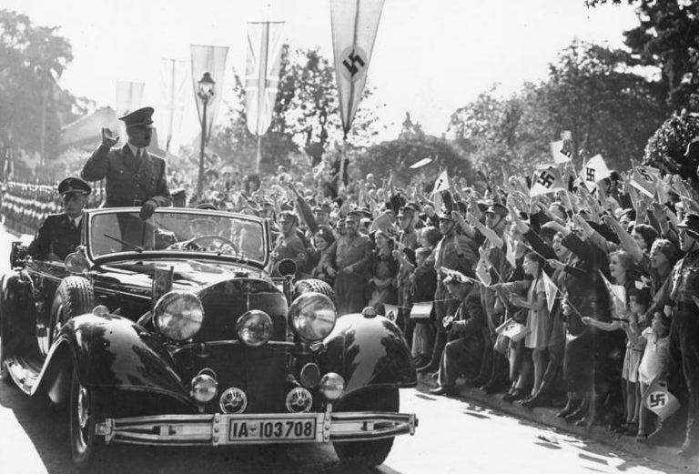 Гитлер в кабриолете Mercedes-Benz 770 (W-150). 1938 г.