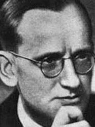 Фабиан фон Шлабрендорф, немец, лейтенант, адъютант фон Трескоу.