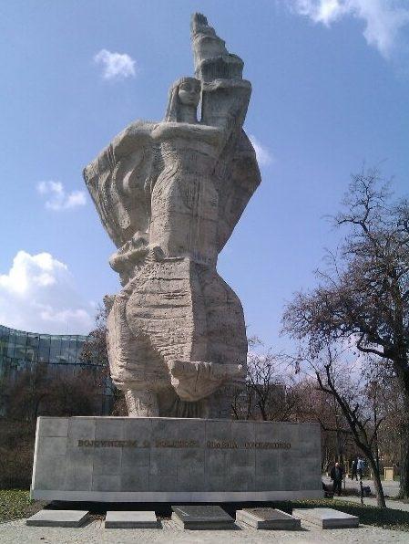 Памятник на братской могиле польских воинов.