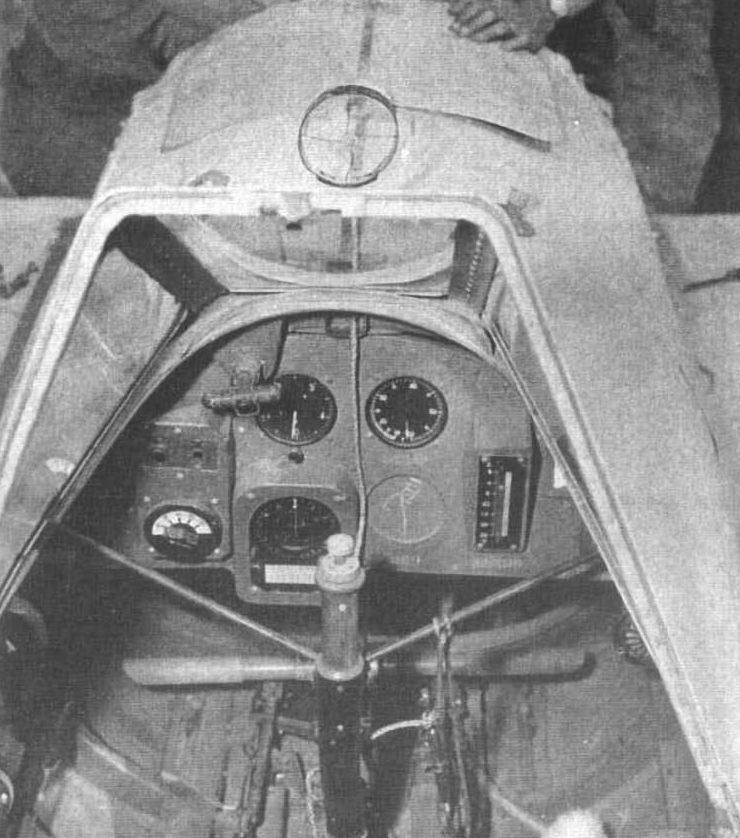 Кабина пилота самолета-снаряда.