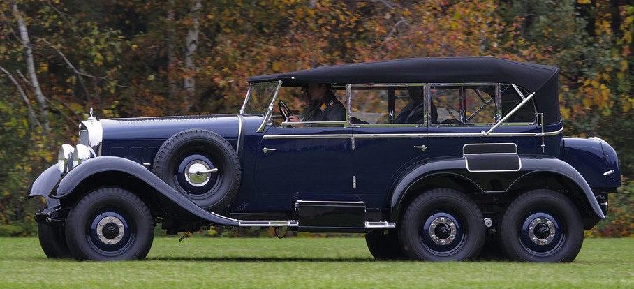Автомобиль Mercedes-Benz G4. Для фюрера был создан эксклюзивный экземпляр, оборудованный специальной подставкой под ноги и поднятым на 13 сантиметров передним пассажирским сиденьем.