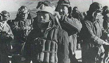 Летчики-камикадзе перед боевым вылетом. 1944 г.