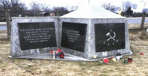 г. Торунь. Памятник по улице Грудзендзка, 141, в которой захоронено 541 советских воинов, в т.ч. 509 неизвестных, погибших в годы войны.