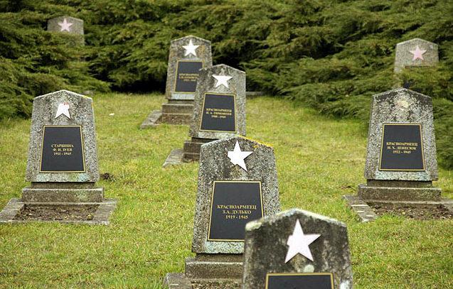 Воинские могилы.