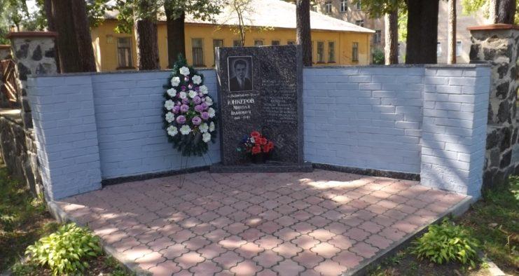 Памятный знак Герою Советского Союза Юнкерову Н.И. на одноименной улице.