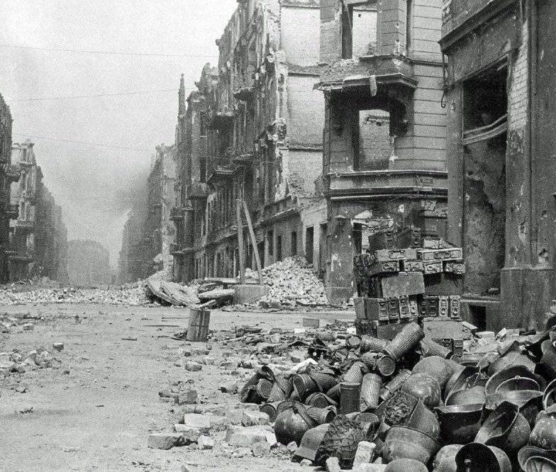 Улица Бреслау после капитуляции.