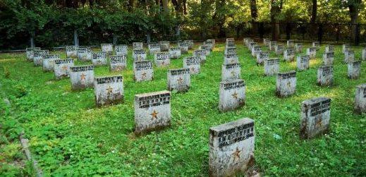 г. Бялогард. Воинское захоронение по улице Колобжегска, где похоронено 763 советских воина, в т.ч. 633 неизвестных.