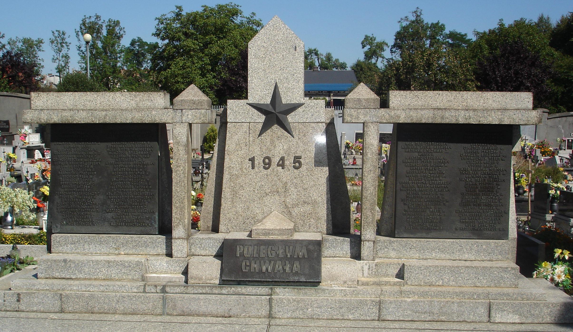 г. Освенцим. Памятник советским воинам установлен на братской могиле воинов Львовской 100-й с.д. из состава 60-й армии 1-го Украинского фронта, которые погибли в боях за город и в его окрестностях.