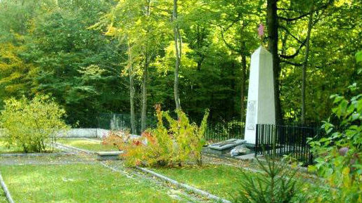 д. Варч, Гданьский повят. Воинское кладбище, где захоронено 530 советских воинов, в т.ч. 435 неизвестных, погибших в годы войны.
