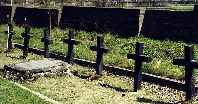 г. Заверце. Братская могила по улице Карлинская на церковно-приходском кладбище, в которой похороны советские воины, погибшие в январе 1945 года.