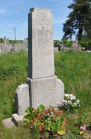 д. Горынь, гмина Ястшембя, Радомский повят. Памятник, установленный на братской могиле, в которой похоронено 700 совестких воинов, погибших в годы войны.