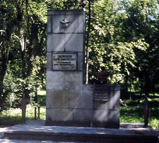 г. Огродзенец, Заверценский повят. Памятник по улице Костюшки, установленный на братской могиле воинам 21-й армии 1-го Украинского фронта, погибшим при освобождении города.