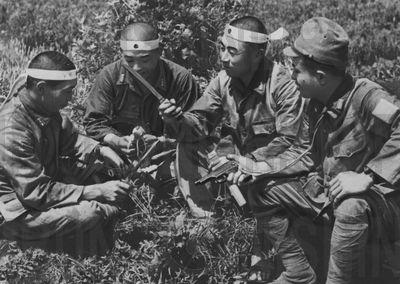 Десантники-смертники корпуса Йошинори перед вылетом. Май, 1945 г.