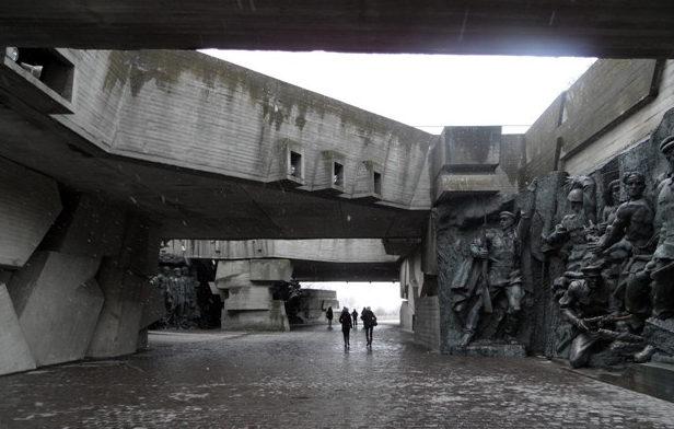 Территория мемориального комплекса.