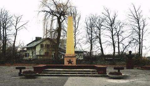 г. Сандомир. Воинское захоронение по улице Мицкевича, где похоронено 11 48 советских воинов, в т.ч. 9 185 неизвестных, погибших в годы войны.