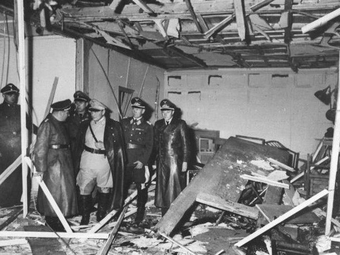 Руины блока, в котором произошёл взрыв 20 июля 1944 г.