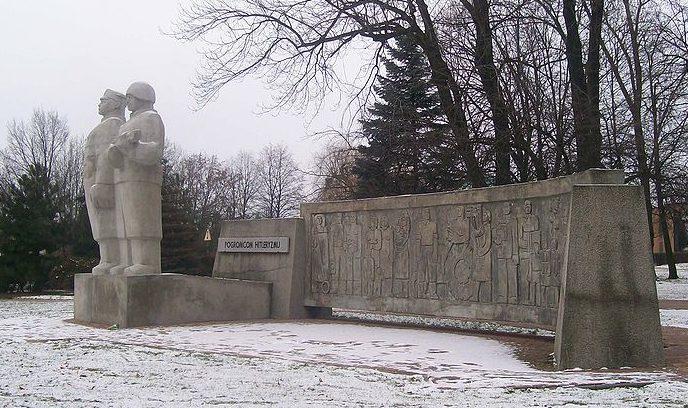 Памятник «Уничтожившим гитлеризм».