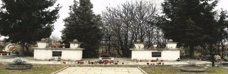г. Олешице, Любачувский повят. Памятник по улице Спокойна, установлен на братской могиле, в которой похоронено 234 советских солдата, партизана и воина Войска Польского.