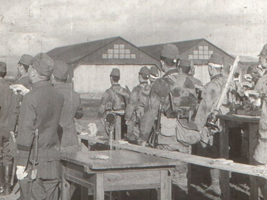 Церемониальная рюмка саке смертникам подразделения «Гирецу». 1945 г.