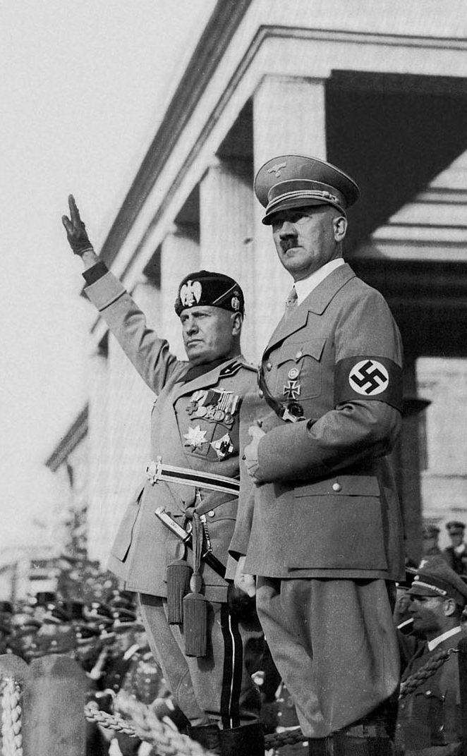 Адольф Гитлер и Бенито Муссолини.