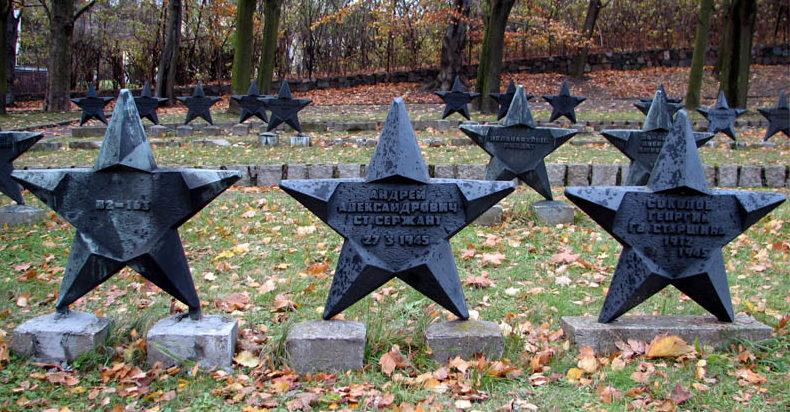 Братские могилы советских воинов.