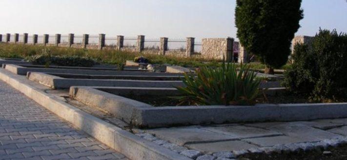 г. Прошовице. Братские могилы, в которых похоронено 641 советских воинов, в т.ч. 577 неизвестных, погибших в годы войны.