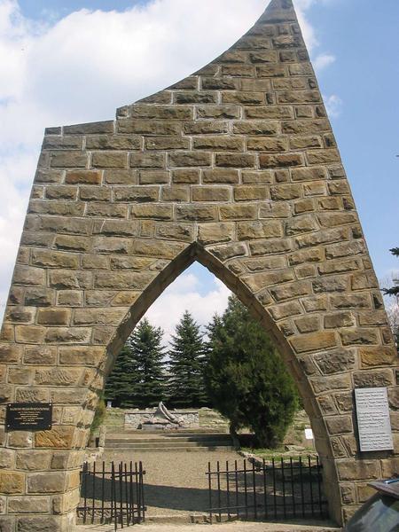 Вход на воинское кладбище.