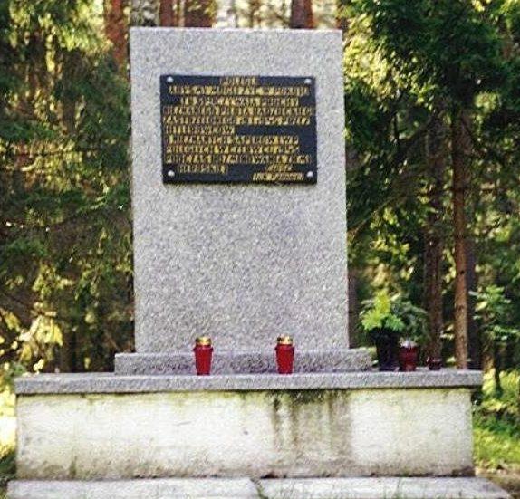 с. Хербы, Люблинецкий повят. Памятник на братской могиле советских воинов.