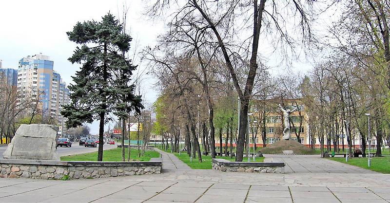 Общий вид мемориала узникам Дарницкого концлагеря.