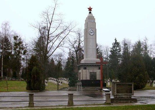 г. Элблонг. Воинское кладбище по улице Агриколя, где похоронено 2 731 советских воинов, в т.ч. 2 428 неизвестных.