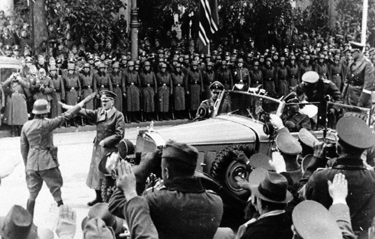 Адольф Гитлер в Варшаве. 1939 г.