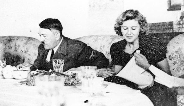 Адольф Гитлер и Ева Браун. Берлин. 1939 г.