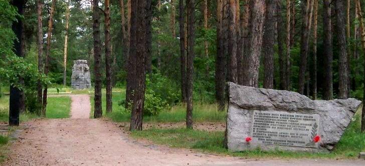 Вход на мемориал Жертвам Великой Отечественной Войны.