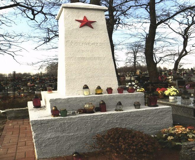 с. Бяло Гура, Бялобжегского повята. Памятник, установлен на братской могиле, в которой похоронено 100, погибших в годы войны.