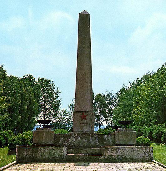 г. Рыманув, Кросненский повят. Памятник по улице Бартошув, установлен на воинском захоронении, где погребено 7 535 советских воинов.