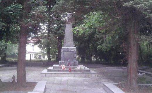 г. Картузы. Воинское кладбище по улице Майковского, где похоронено 1 011 советских воинов, в т.ч. 920 неизвестных, погибших в годы войны.