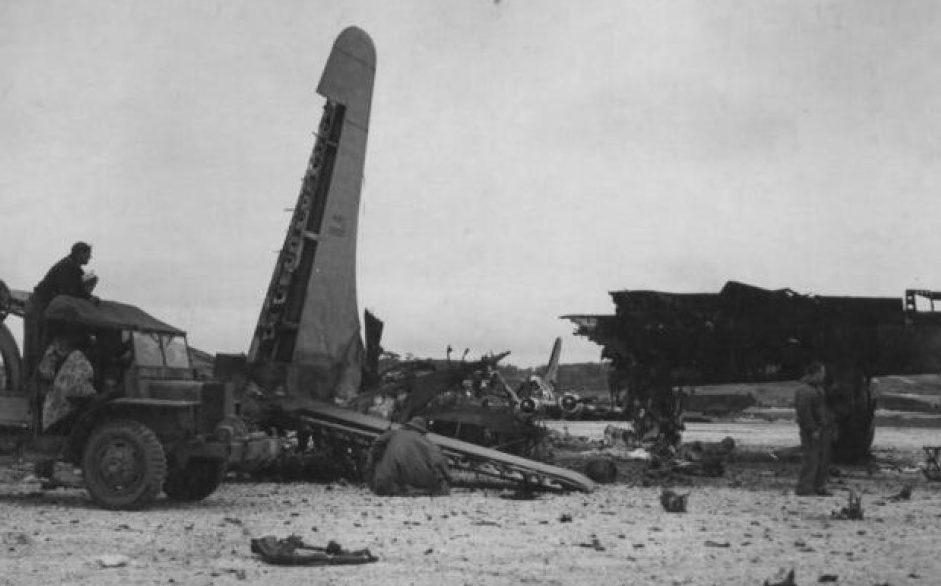 Приземлившиеся самолеты с десантниками «Гирецу». 1945 г.