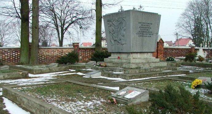г. Серпц. Братское кладбище по ул. Костюшко, где похоронено 767 советских воинов, в т.ч. 751 неизвестный.