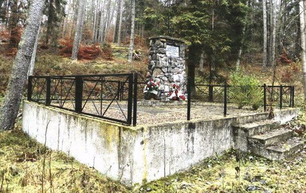 д. Суленчино, Картузский повят. Братская могила советских воинов.