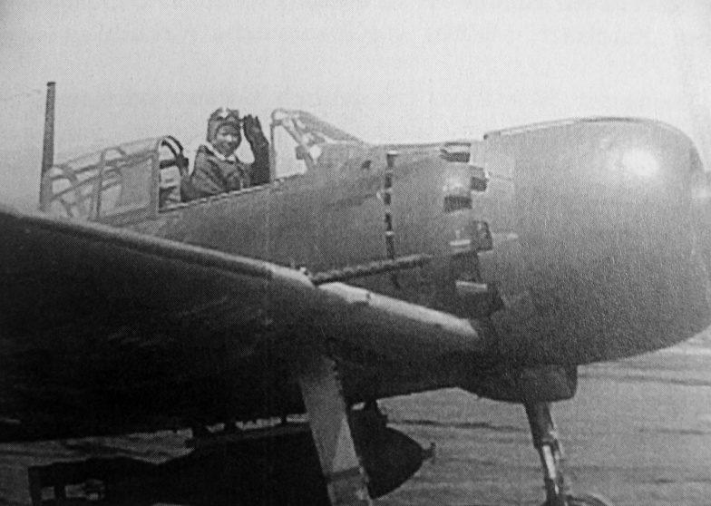 Летчик-камикадзе в кабине истребителя A6M5 «Зеро». 1945 г.